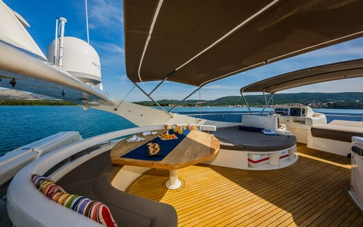 Motor Yacht Quo Vadis I Sun Deck Table