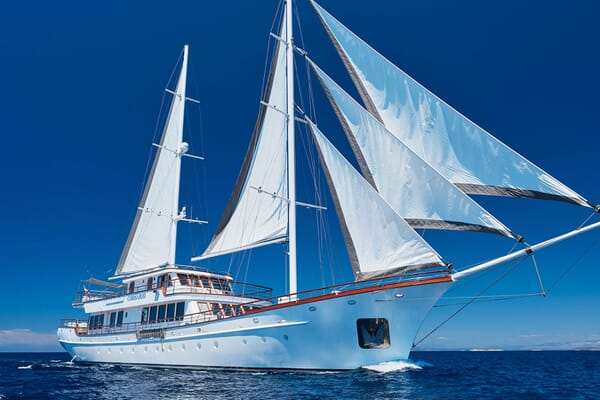 Sailing Yacht CORSARIO Profile