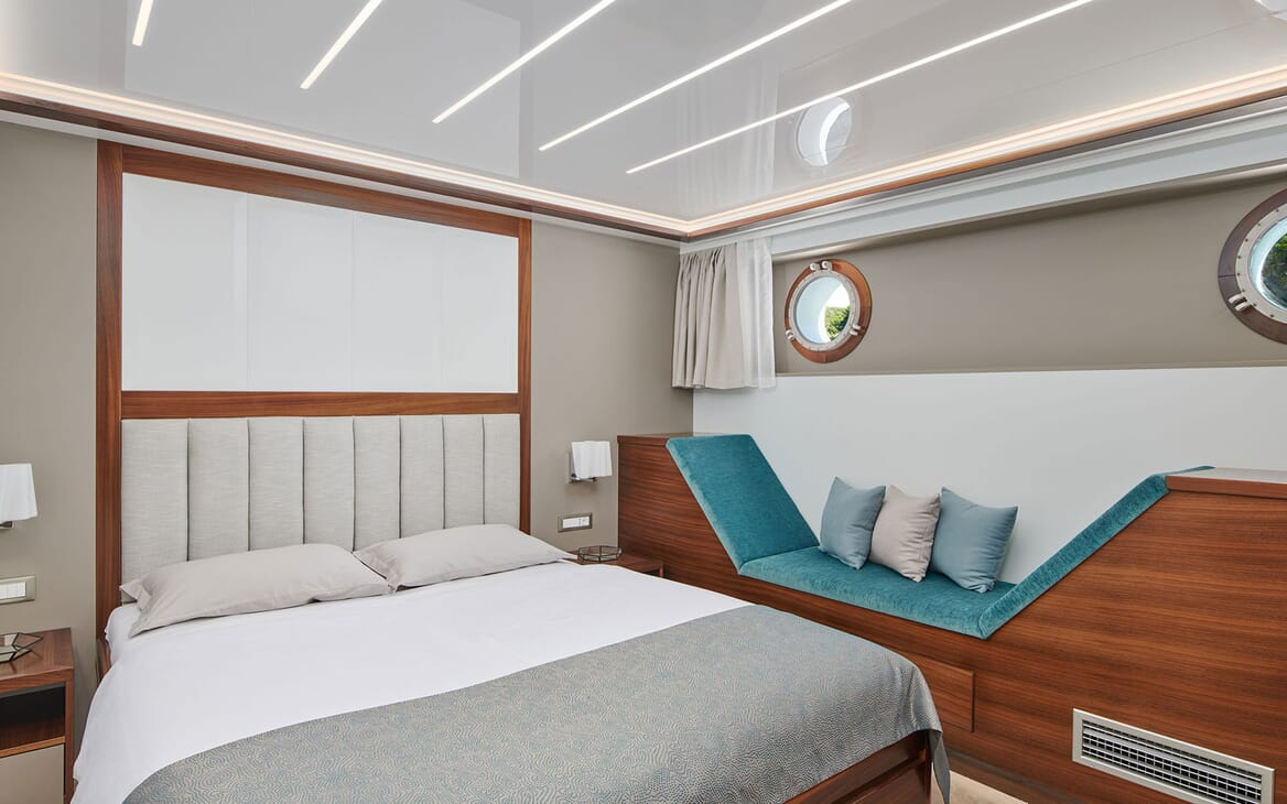 Sailing Yacht CORSARIO Guest Double Stateroom