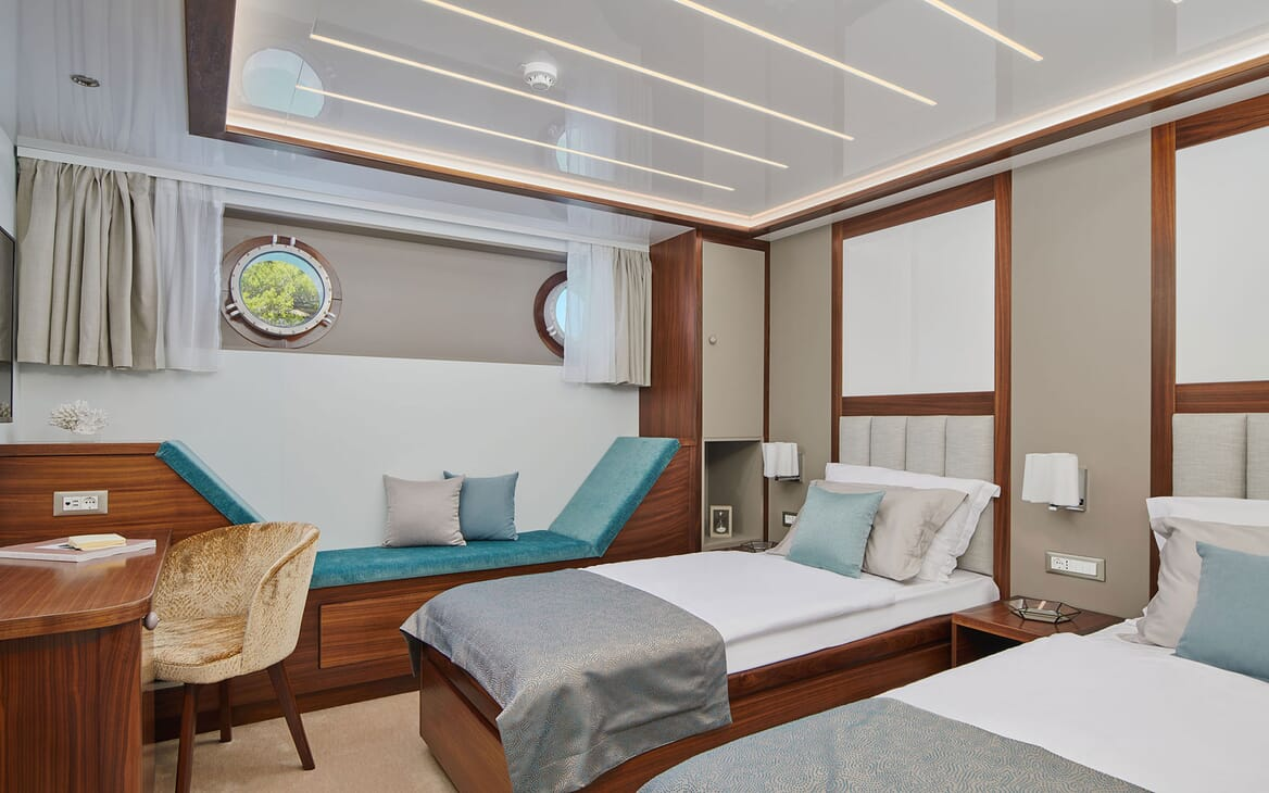 Sailing Yacht CORSARIO Guest Twin Stateroom