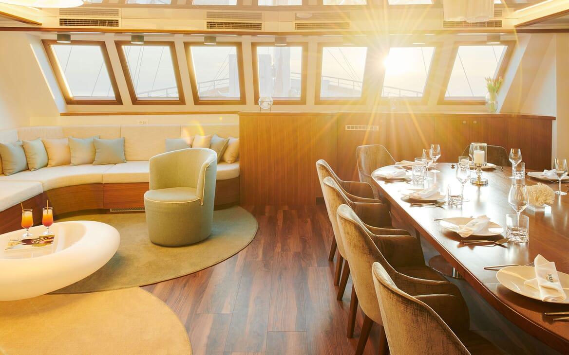 Sailing Yacht CORSARIO Dining and Seating