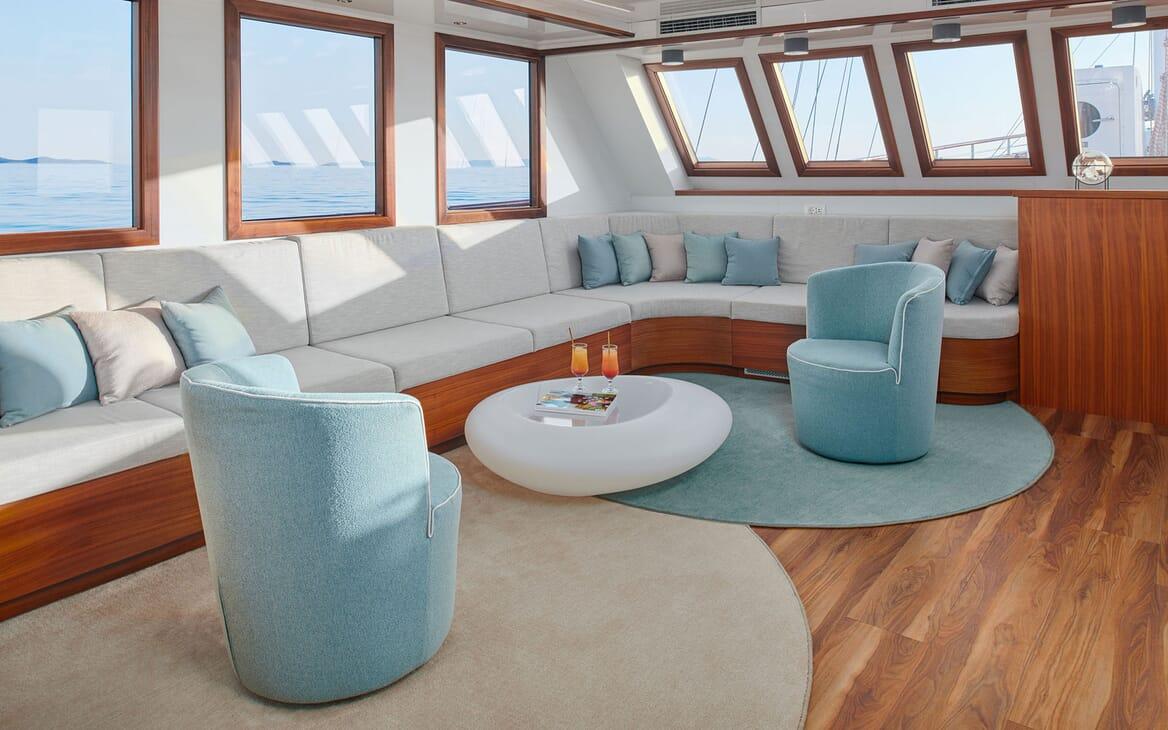 Sailing Yacht CORSARIO Seating