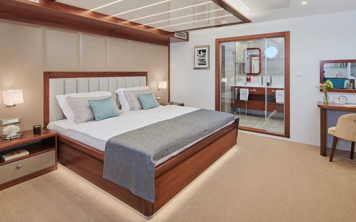 Sailing Yacht CORSARIO Master Stateroom