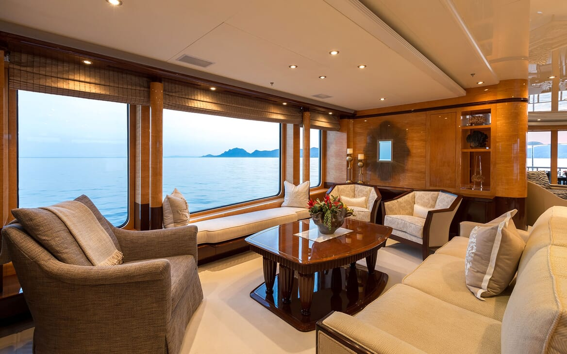 Motor Yacht LUCKY LADY Upper Deck Saloon Seating