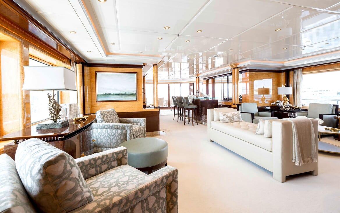 Motor Yacht LUCKY LADY Main Deck Saloon and Bar