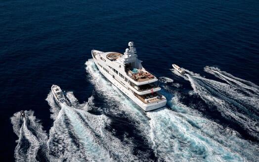 Motor Yacht LUCKY LADY Exterior Running witn Tenders