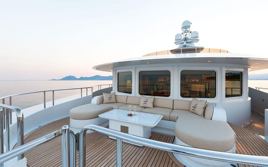 Motor Yacht LUCKY LADY Master Private Deck