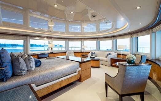Motor Yacht LUCKY LADY Master Stateroom