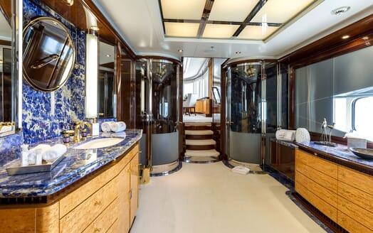 Motor Yacht LUCKY LADY Master Bathroom