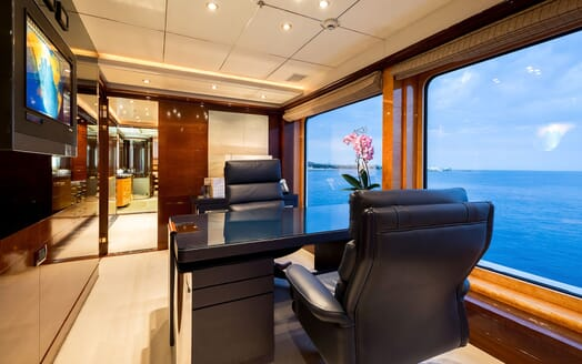 Motor Yacht LUCKY LADY Owners Study