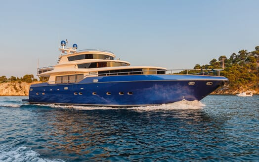 Motor Yacht Johnson Baby Profile Underway