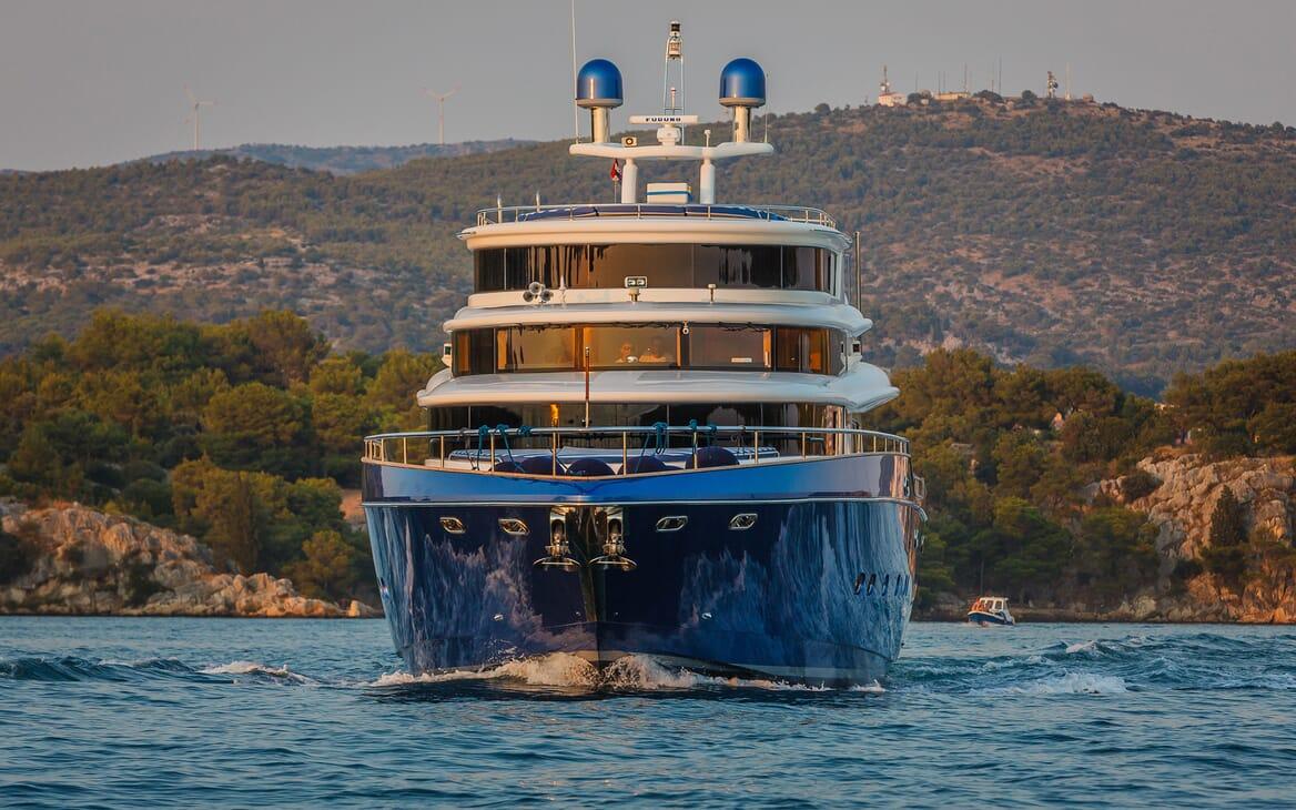 Motor Yacht Johnson Baby Bow underway