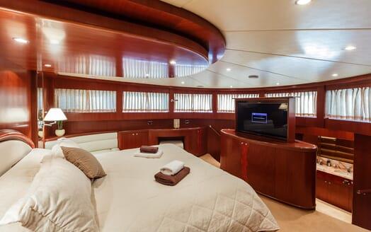 Motor Yacht Johnson Baby Master Stateroom
