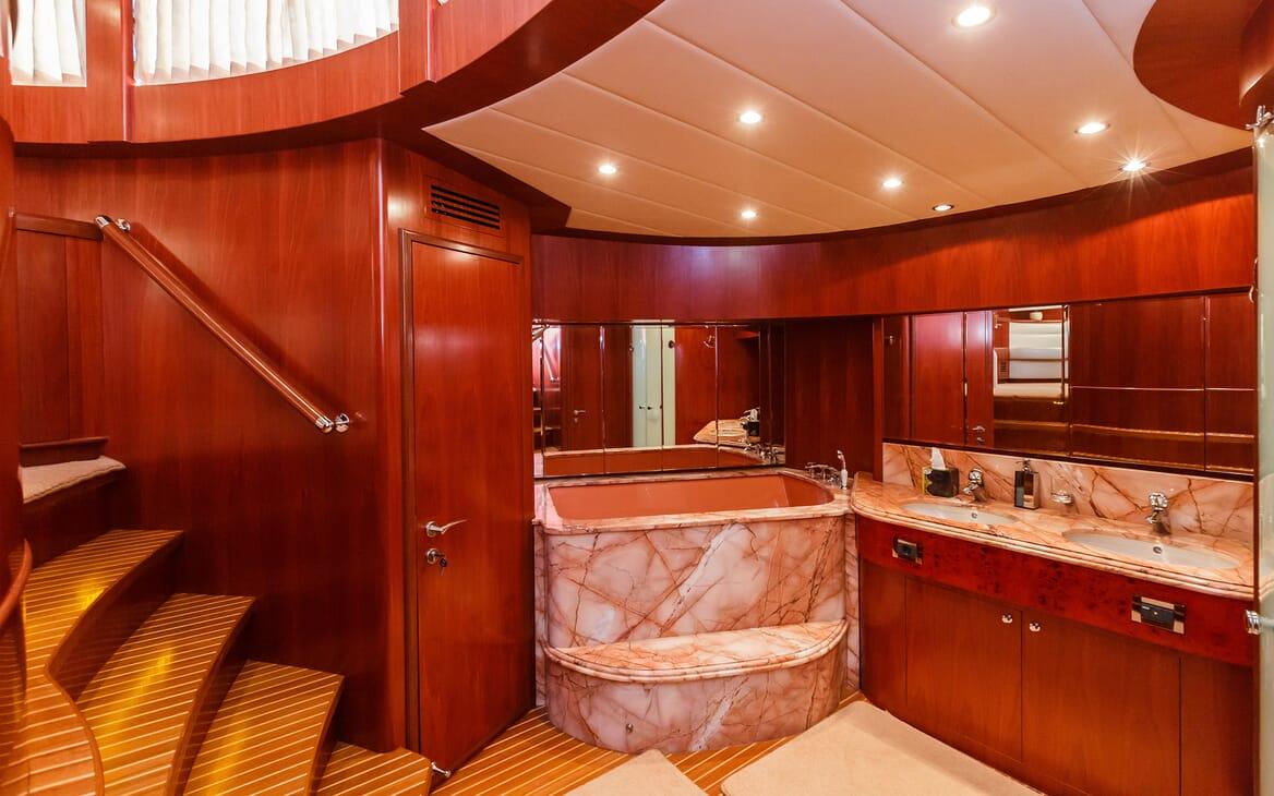 Motor Yacht Johnson Baby Bath