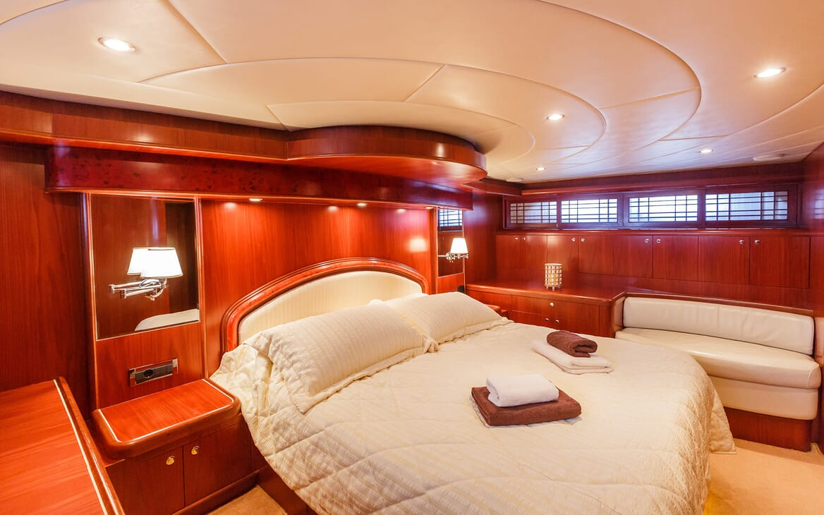 Motor Yacht Johnson Baby Guest Stateroom