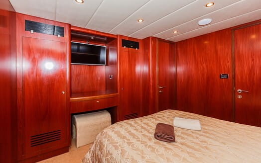 Motor Yacht Johnson Baby Double Guest Stateroom