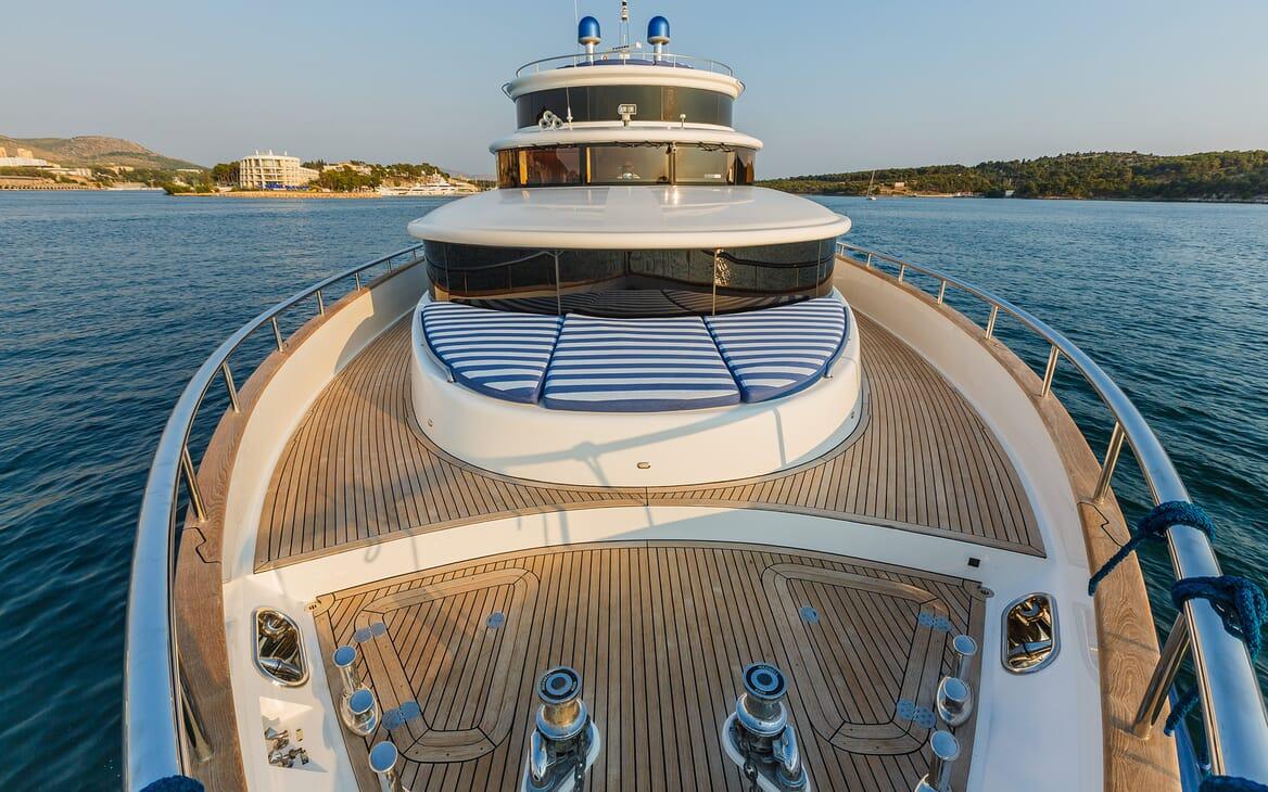 Motor Yacht Johnson Baby Bow