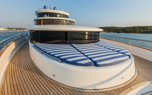 Motor Yacht Johnson Baby Bow Loungers
