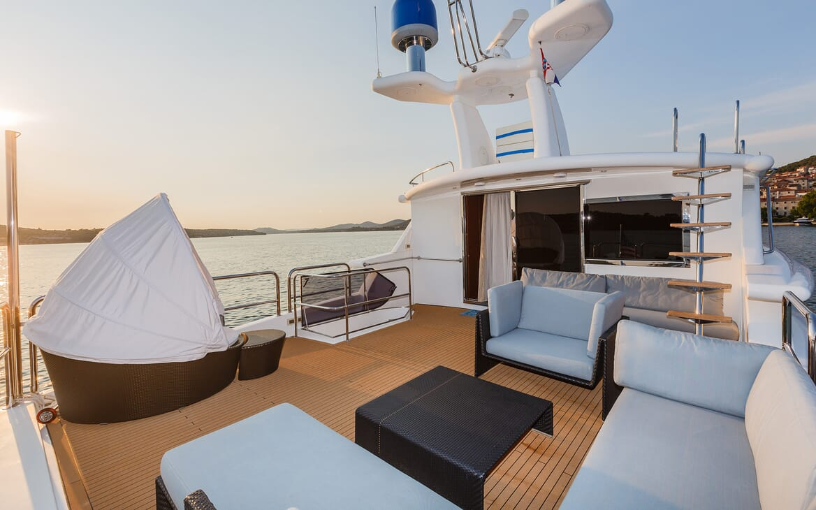Motor Yacht Johnson Baby Sun Deck