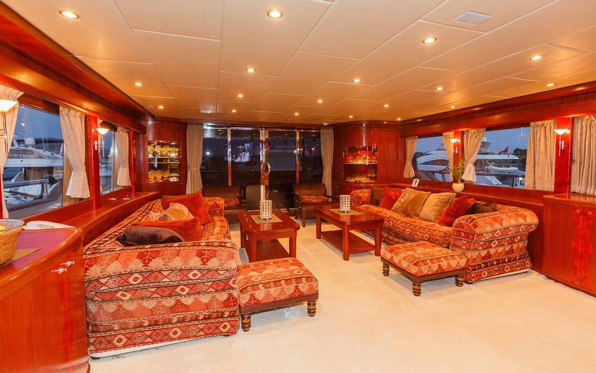 Motor Yacht Johnson Baby Main Saloon