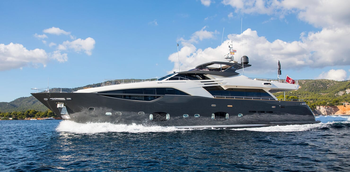 Motor Yacht CAMPO VERDE Side Profile Underway