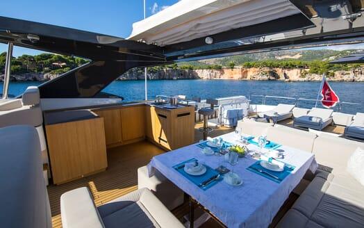 Motor Yacht CAMPO VERDE Sun Deck Dining