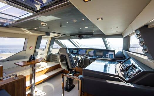Motor Yacht CAMPO VERDE Wheelhouse