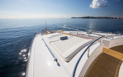 Motor Yacht CAMPO VERDE Bow Sun Pad