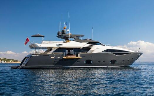 Motor Yacht CAMPO VERDE Side Profile