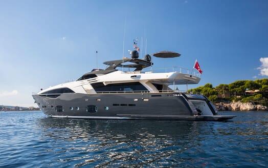 Motor Yacht CAMPO VERDE Exterior Aft
