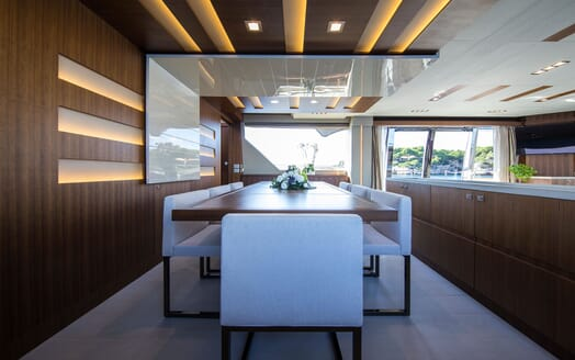 Motor Yacht CAMPO VERDE Main Deck Dining Table