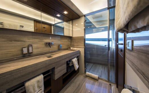 Motor Yacht CAMPO VERDE Master Bathroom