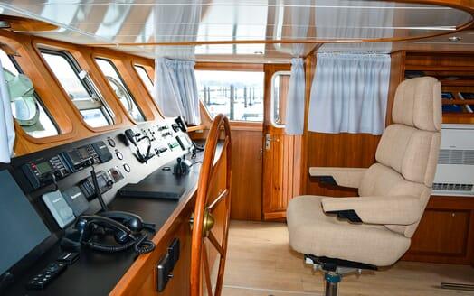 Motor Yacht ELENA Wheelhouse