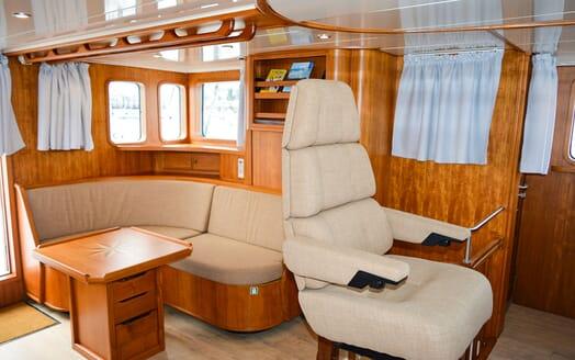 Motor Yacht ELENA Wheelhouse Seating