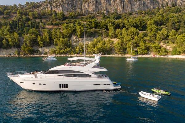 Motor Yacht Champion Exterior Profile