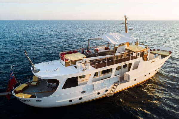Motor Yacht ENTRANCER Exterior