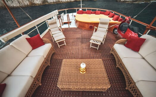 Motor Yacht ENTRANCER Sun Deck Seating