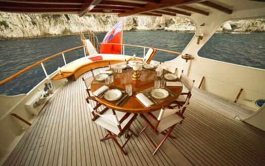 Motor Yacht ENTRANCER Al Fresco Dining
