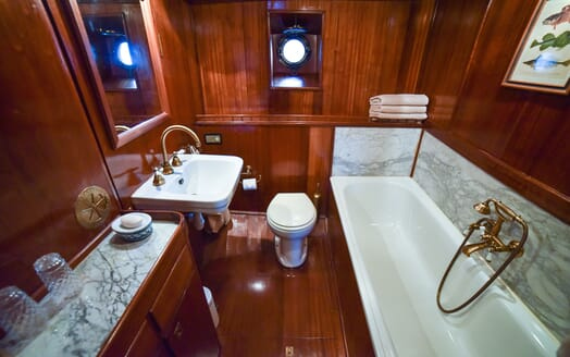 Motor Yacht ENTRANCER Bathroom