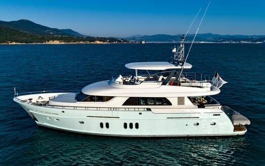 Motor Yacht VELVET GLOVE Side On Profile