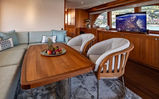 Motor Yacht VELVET GLOVE Table and TV