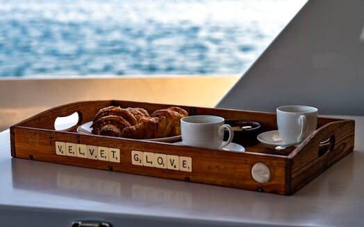Motor Yacht VELVET GLOVE Breakfast