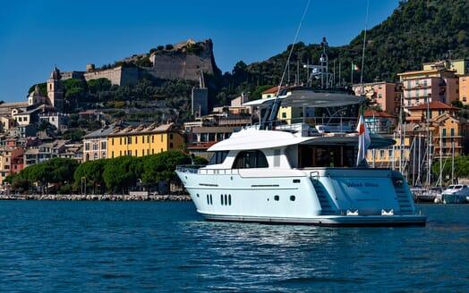 Motor Yacht VELVET GLOVE Aft View
