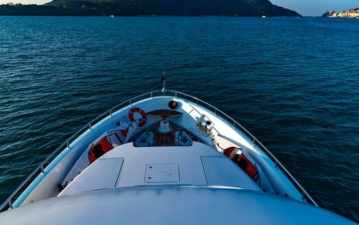 Motor Yacht VELVET GLOVE Bow
