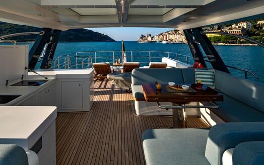 Motor Yacht VELVET GLOVE Sun Deck
