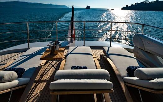 Motor Yacht VELVET GLOVE Sun Loungers