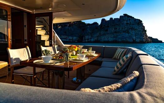 Motor Yacht VELVET GLOVE Aft Dining Table