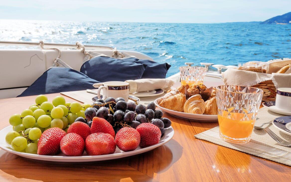 Motor Yacht MEDITERRANI IV Al Fresco Breakfast