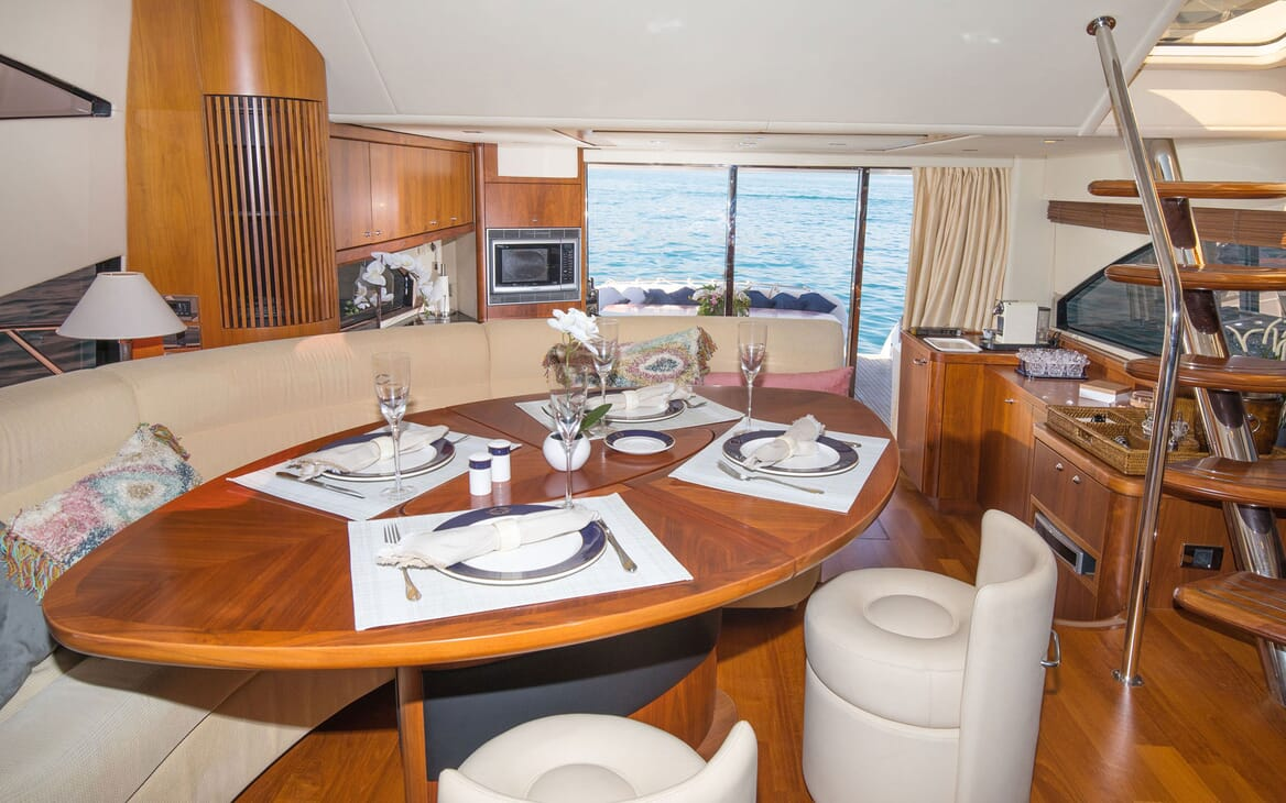 Motor Yacht MEDITERRANI IV Dining Table