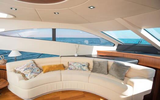 Motor Yacht MEDITERRANI IV Salon Seating